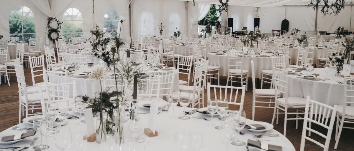 c7141db6fd Kis csapatunk minden tagja igazi romantikus, elbújós helyszín. Szeretnénk  nektek segíteni abban, hogy megtaláljátok a számotokra tökéletes esküvői ...